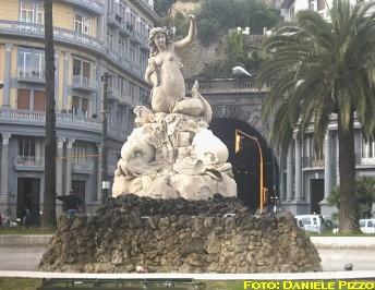 Le fontane di napoli - Immagini della vera sirena ...