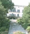 Lo scalone principale della Villa Floridiana, voluta da re Ferdinando per la moglie morganatica, Duchessa di Floridia